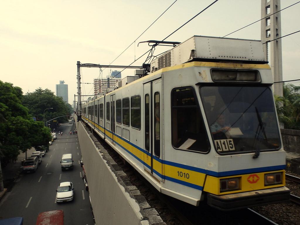 1000 1010 mlrt 1000 1010 / edsa station lrt line 1 — trainspo