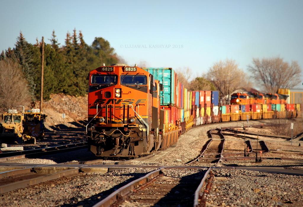 BNSF ES44AC 6825 / Flagstaff, AZ — Trainspo