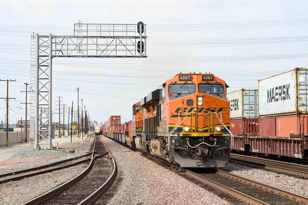 BNSF ES44C4 4267 / Commerce, CA — Trainspo