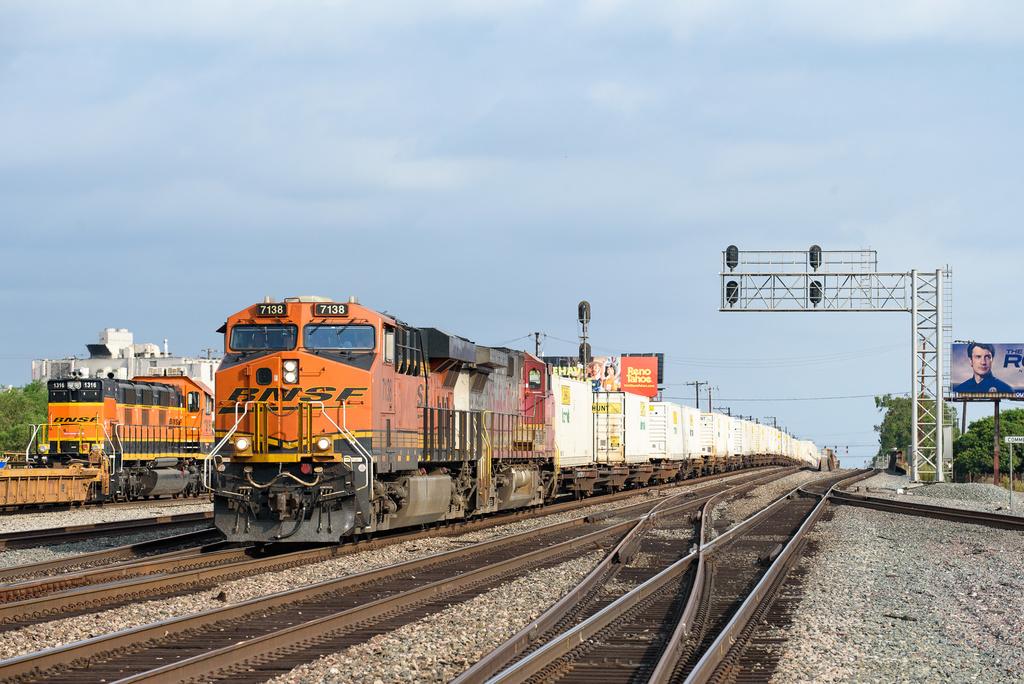 BNSF ES44C4 7138 / Commerce, CA — Trainspo