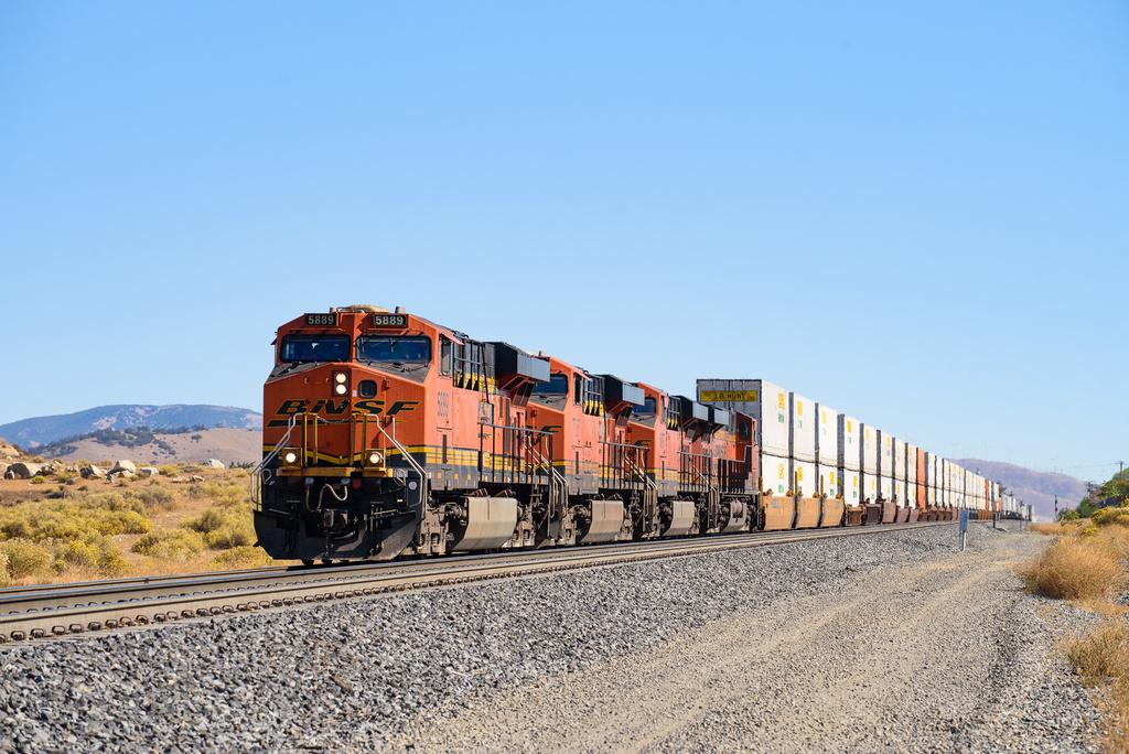 BNSF ES44AC 5889 / Tehachapi, CA — Trainspo